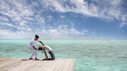 Four Seasons Resort Maldives at Landaa Giraavaru führt bislang einzigartige Yoga-Therapiekurse ein