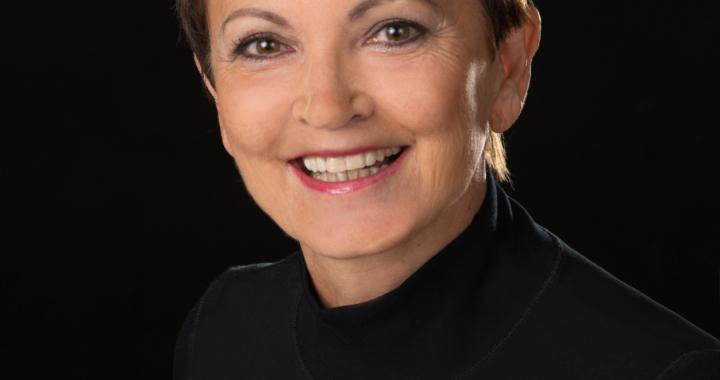 NEUERSCHEINUNG: Anna-Maria Reichel wartet mit ihrem Debütroman TIMEGUARDIAN.DE – Die Hüterin des Wächtersteins auf.
