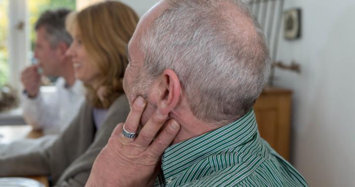 Besser leben: so machen Hörsysteme dem Gehirn das Hören leichter