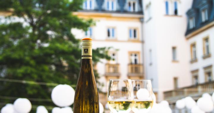 Neu auf der Weinkarte des Luxushotels am Main: Der Balthasar Ress Riesling Villa Kennedy Cuvee Edition III