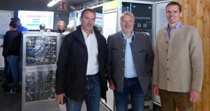Neues Energiesparhaus mit Proton Motor Fuel Cell-Technologie eingeweiht