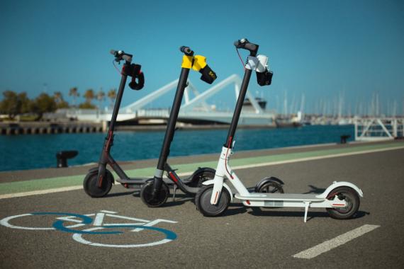 Skroller, die Rückenlehne für E-Scooter, kommt in die Städte