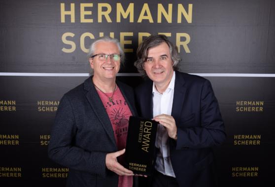 1. internationaler Speaker Slam in Wiesbaben, Ingo Schröder erhält Excellence Award