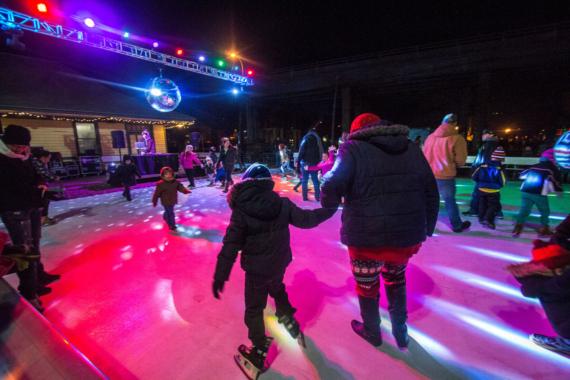 Lichterfeste und Weihnachts-Straßenparty: Rockford stimmt sich auf die Adventszeit ein