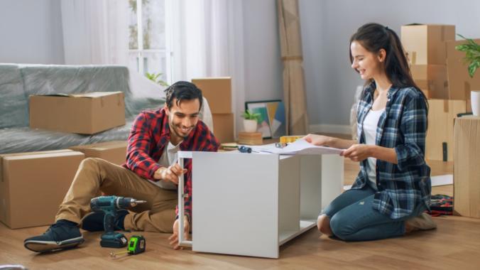 Frauen oder Männer – Wer beim Möbelkauf die Hosen anhat?