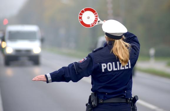 Forsa-Umfrage zur Bußgeldreform: 85 % der Autofahrer sehen in verstärkten Verkehrskontrollen die wirkungsvollere Lösung zur Erhöhung der Verkehrssicherheit