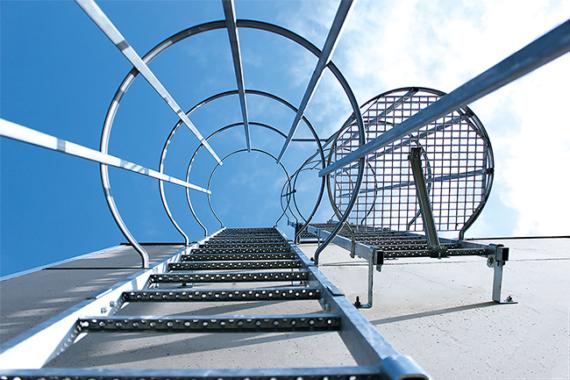 Ortsfeste Leitern für sicheren, normgerechten Zugang zu Gebäuden, Anlagen und Maschinen