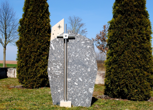 Tag des Grabsteins – Bewährte Trauerrituale geben Halt