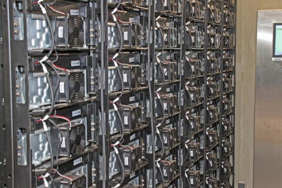 E.DIS: Batterie-Speicher nimmt erneuerbare Energien auf