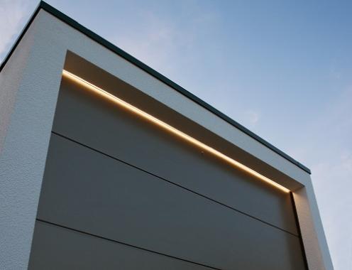 Die Garage ins rechte Licht gerückt….