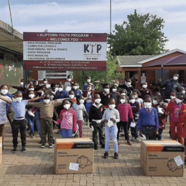 Comazo spendet Atemschutzmasken nach Südafrika