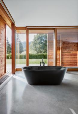 Mehr Struktur – und etwas Drama: Badewannen von Bette in mattschwarz