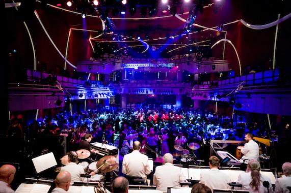 Das Orchester Hugo Strasser präsentiert: Wir tanzen Zuhause