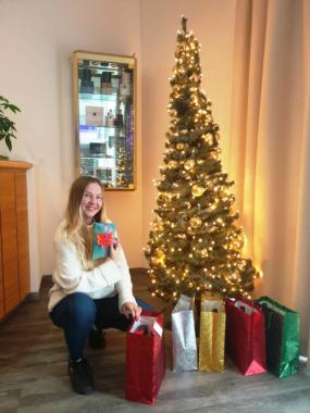 AWA Hotel beschenkt Quarantäne-Gäste und Mitarbeiter zu Weihnachten