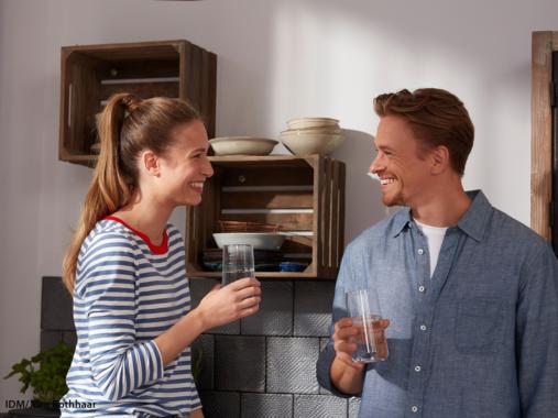 Fit durchs neue Jahr – viel mehr als ein guter Vorsatz: Warum genug trinken so wichtig ist