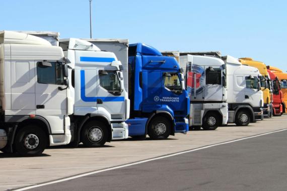 Katastrophale Parksituation für Lkw an Autobahnen