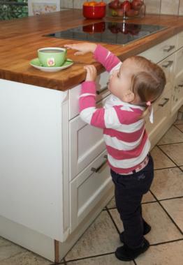 Heißer Tee und Kaffee für Kinder brandgefährlich